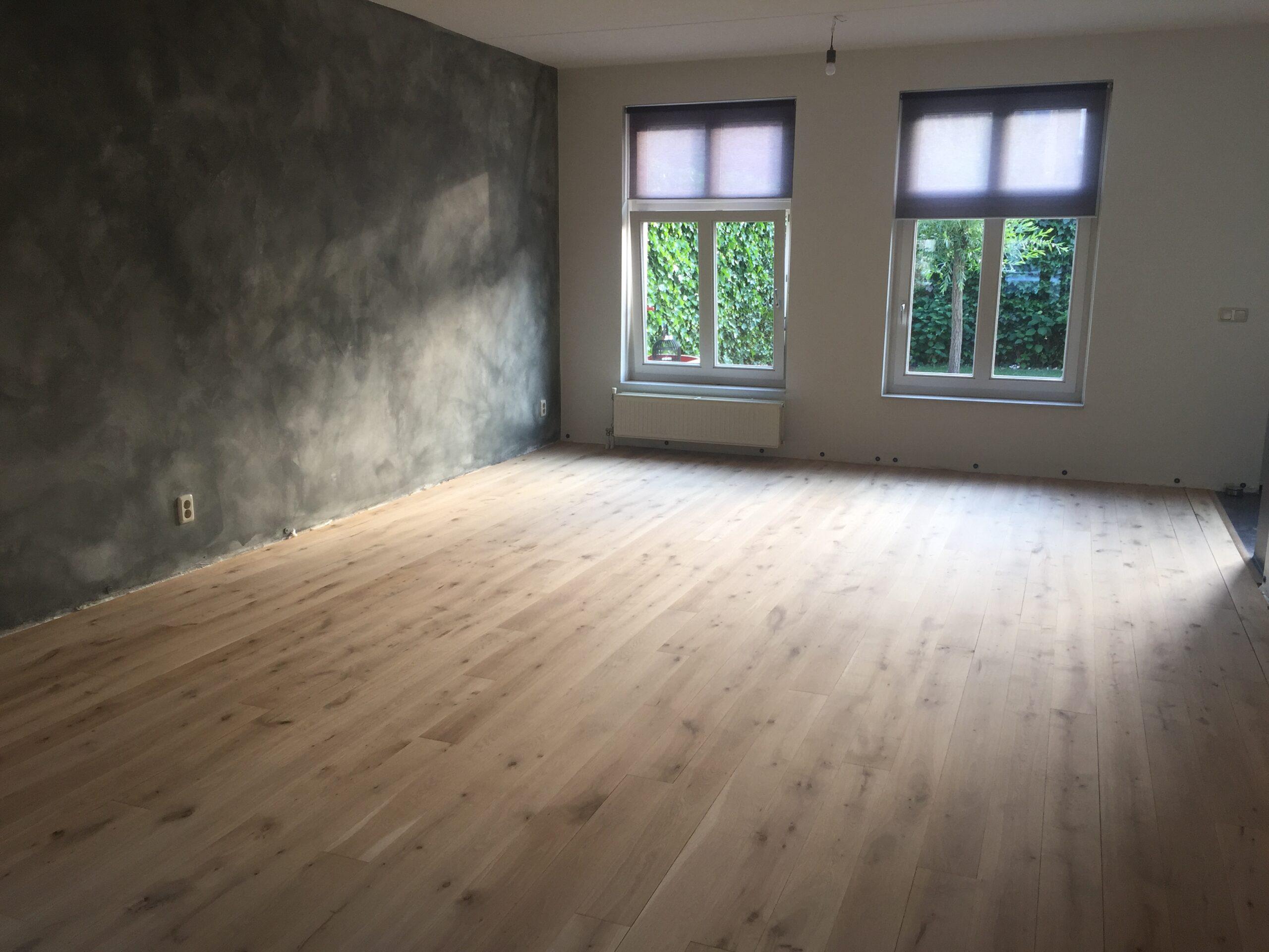 Een vloer laten plaatsen